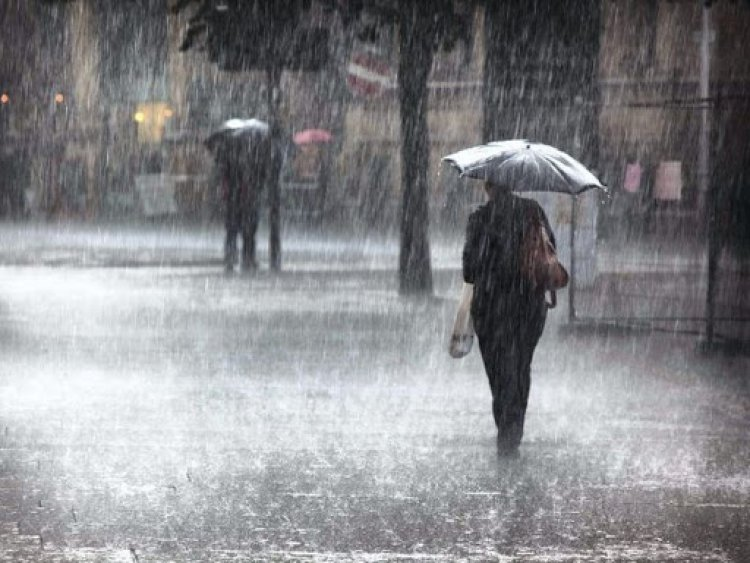 Waspada Banjir! BMKG peringatkan hujan lebat dijakarta terjadi hingga 24 februari 2021