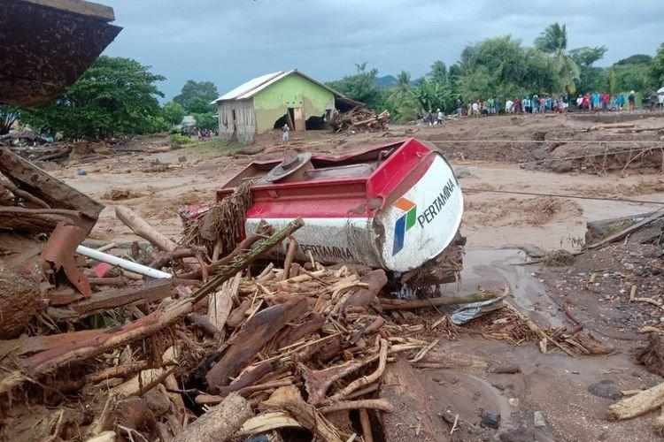 Banjir Bandang NTT, 6 Kecamatan Terisolasi dan Korban Terus Bertambah