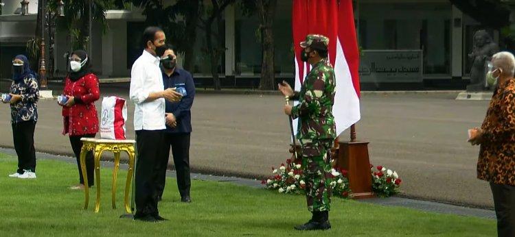 Jokowi Bagikan Bantuan Paket Sembako Selama PPKM darurat !