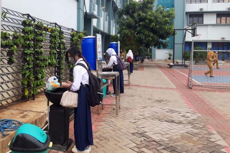 Seorang Siswi SMPN 8 Tangsel Dipulangkan Karena Suhu Tubuh Tinggi Di Hari Pertama PTM