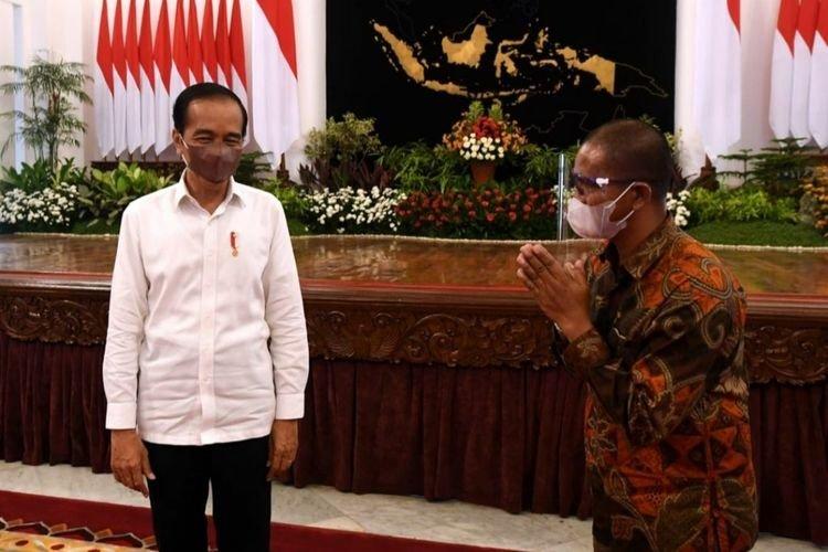 Jokowi Berterima Kasih Saat Bertemu Suroto. Kisah Suroto Bagai Wujud Demokrasi Sesungguhnya